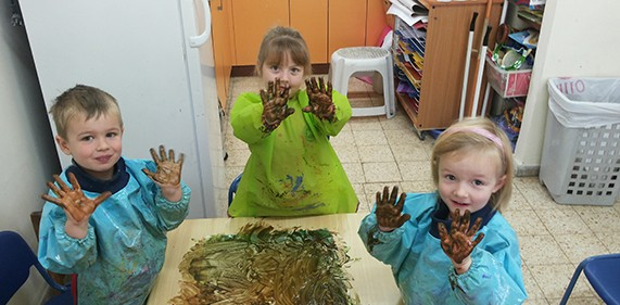 Image of Preschool Fingerpainting at JAIS